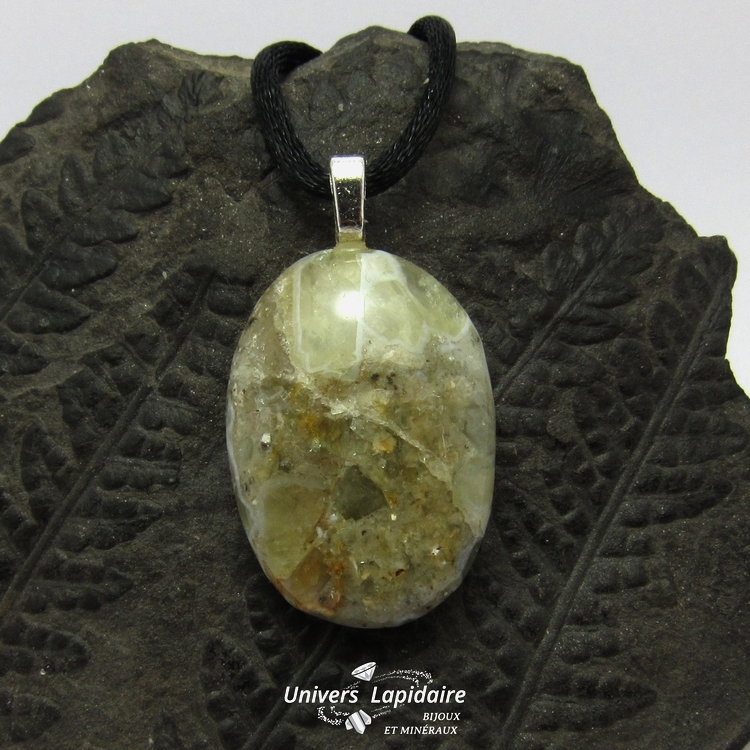 collier calcite